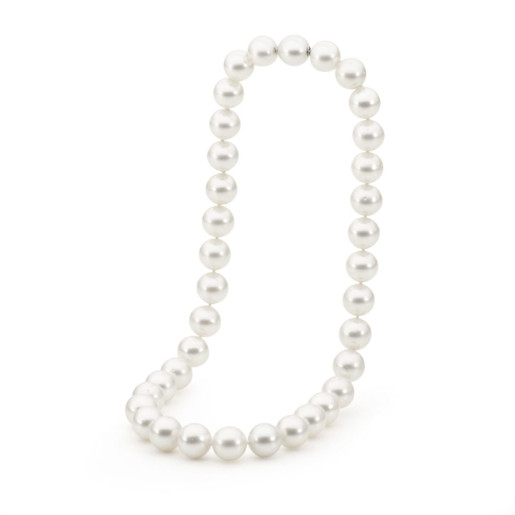 The art of gifting: pearl jewellery for special occasions